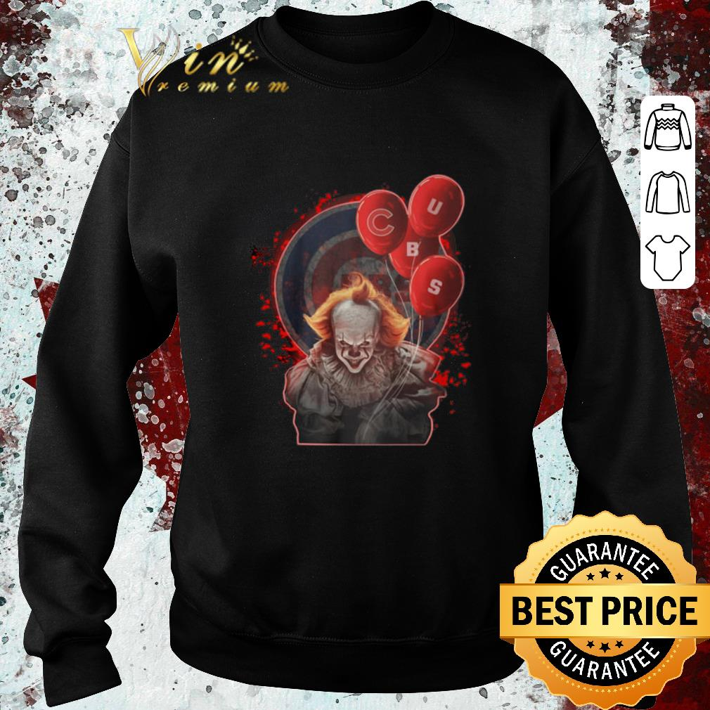Pretty Pennywise It holding balloon Chicago Cubs shirt