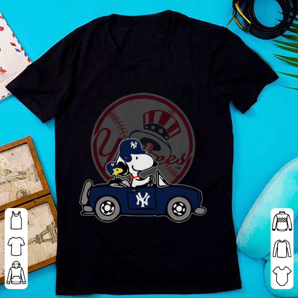 Pretty New York Yankees MLB Snoopy Diving Beetle shirt