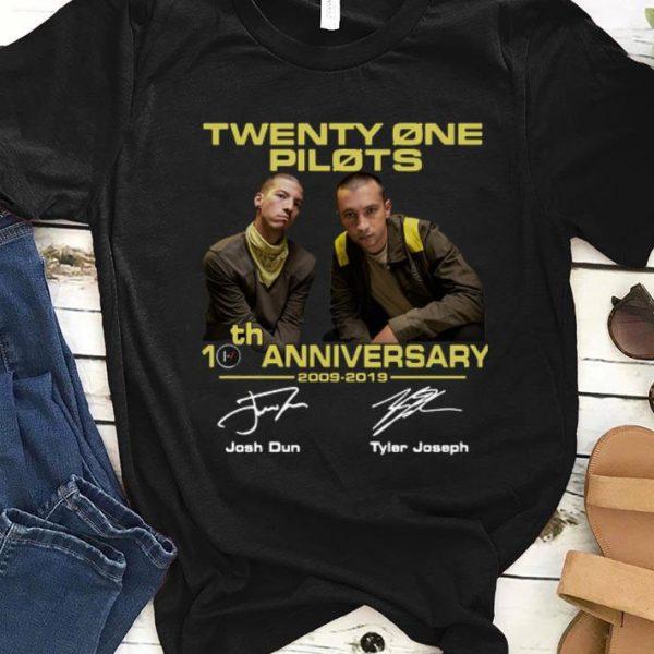 Top Twenty One Pilots 10 th Anniversary 2009 2019 Signatures shirt