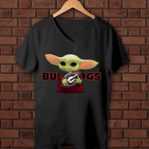 Hot Football Baby Yoda Hug Georgia Bulldogs shirt
