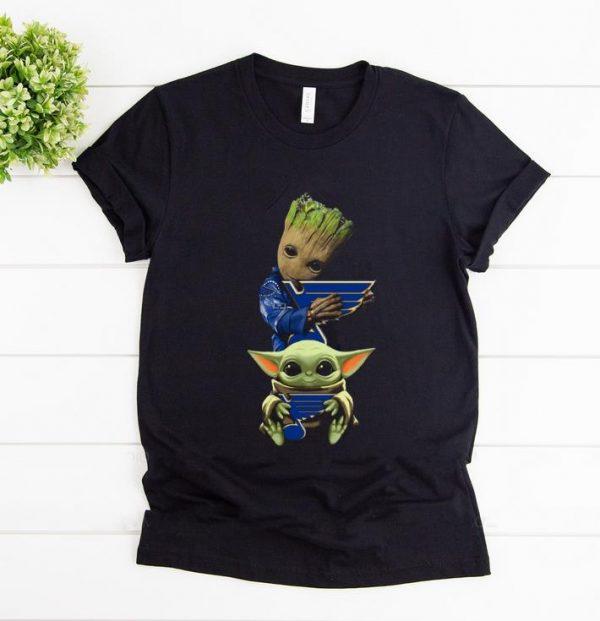 Top Baby Yoda and Baby Groot hug St. Louis Blues shirt