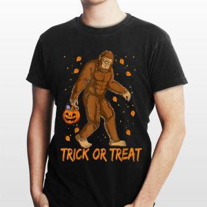 Bigfoot Sasquatch Halloween Trick Or Treat shirt