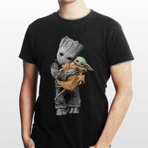 Baby Groot hug Baby Yoda Mandalorian shirt