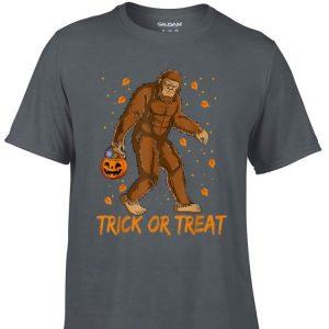Awesome Bigfoot Sasquatch Halloween Trick Or Treat shirt