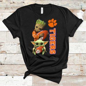 Top Baby Yoda And Baby Groot Hug Clemson Tigers shirt