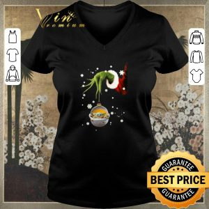 Awesome Grinch hand holding Baby Yoda Star Wars Christmas shirt sweater