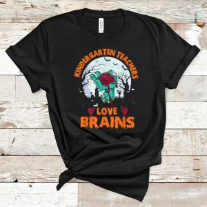 Official Kindergarten Teachers Love Brains Halloween Gifts shirt