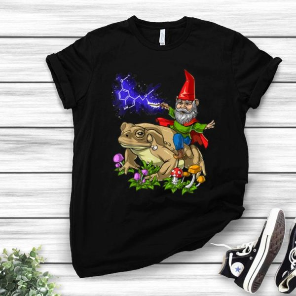 Gnome Riding Bufo Alvarius Toad Chemistry Witch Christmas shirt