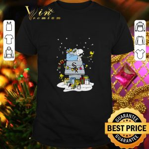 Hot Chicago White Sox Snoopy Brings Christmas To Town shirt