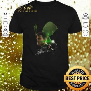 Top Autographed Stephen Amell signature Arrow shirt