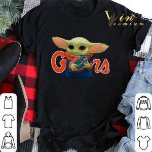 Baby Yoda hug Florida Gators Star Wars Mandalorian shirt sweater
