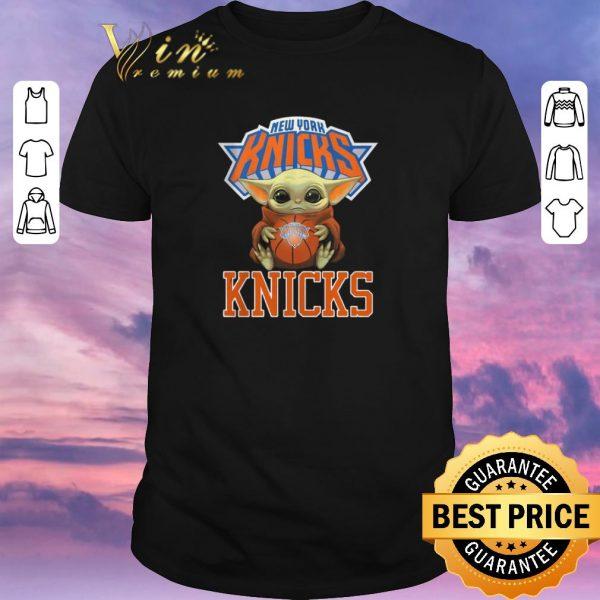 Hot Baby Yoda New York Knicks Ball Logo Star Wars shirt sweater