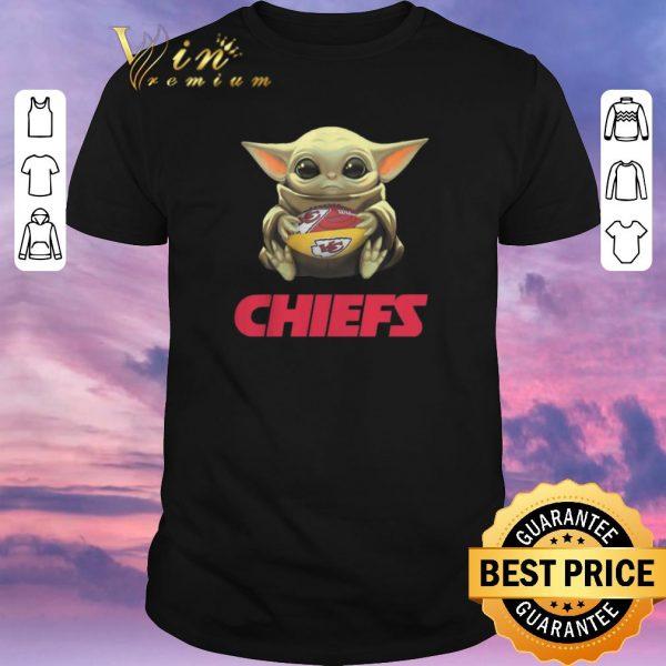 Hot Baby Yoda hug Kansas City Chiefs Logo ball Star Wars shirt sweater