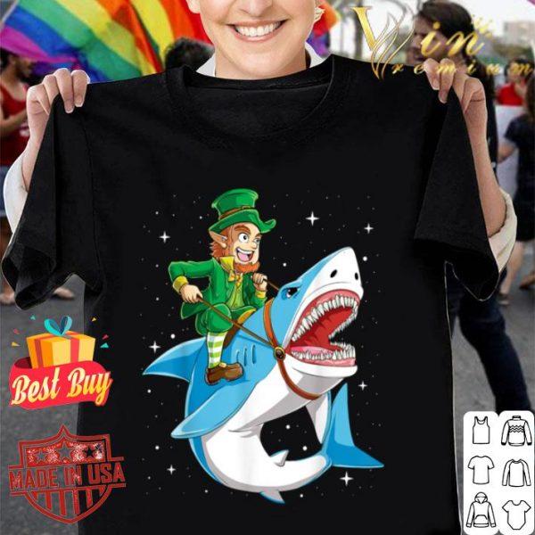 Leprechaun Riding Shark St Patricks Day Boys Kids Men Gifts T-shirt