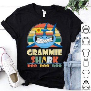 Hot Retro Vintage Grammie Shark Doo Doo Doo Christmas Gift shirt