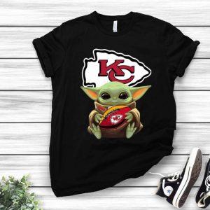 Football Star Wars Baby Yoda Hug Kansas City Chiefs shirt