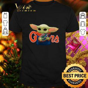 Funny Baby Yoda hug Florida Gators Star Wars Mandalorian shirt