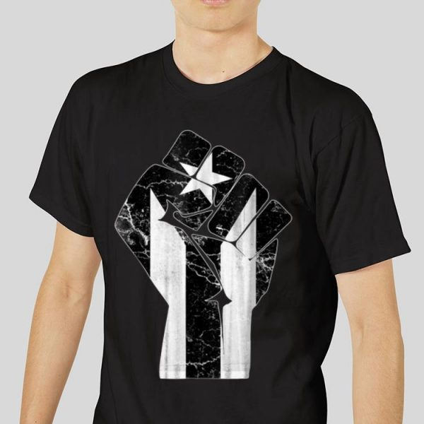 The best trend The Raised Fist Puerto Rico Resiste Black Flag shirt