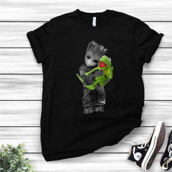 Baby Groot Hug Frog Disney shirt