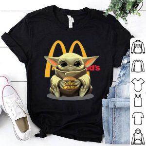 Nice Baby Yoda Hug Hamburguesa McDonald's shirt