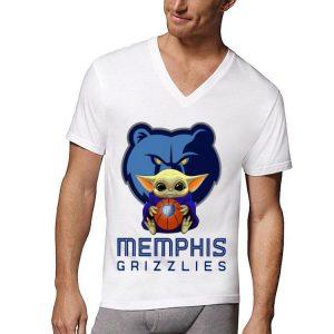 Awesome Baby Yoda Hug Memphis Grizzlies shirt