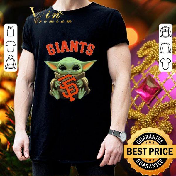 Top Baby Yoda hug San Fran Giants Star Wars Mandalorian shirt