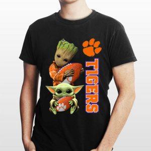 Baby Groot And Baby Yoda Hug Clemson Tigers shirt