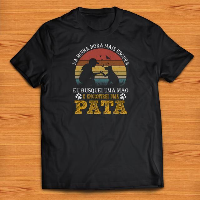 Official Pata Vintage Na Minha Hora Mais Escura E Encontrei Uma shirts