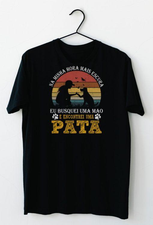 Official Pata Vintage Na Minha Hora Mais Escura E Encontrei Uma shirts 3 1 1 510x749 - Official Pata Vintage Na Minha Hora Mais Escura E Encontrei Uma shirts