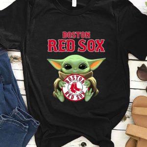 Top Baby Yoda hug Boston Red Sox shirt