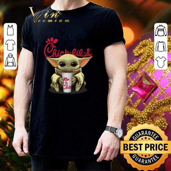 Top Baby Yoda hug Chick-fil-A Star Wars shirt