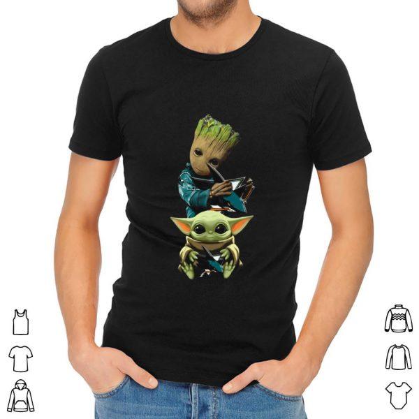 Premium Baby Yoda and Baby Groot hug San Jose Sharks shirt