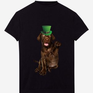 Nice Chocolate Lab St Patrick's Day Green Hat Saint Patty's shirt