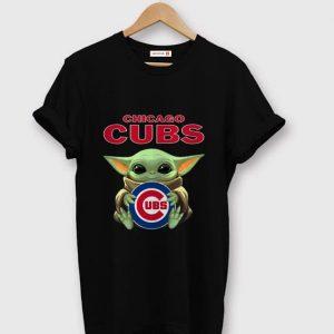 Awesome Baby Yoda hug CHicago Cubs shirt