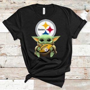 Top Star Wars Football Baby Yoda Hug Pittsburgh Steelers shirt