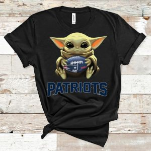 Hot Star Wars NFL Baby Yoda Hug New England Patriots shirt