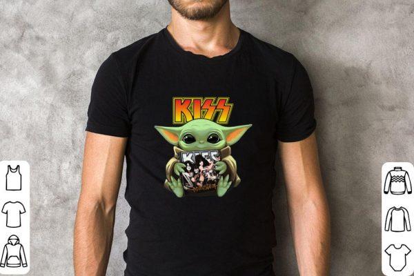 Pretty Baby Yoda Hug Kiss Star Wars Mandalorian Shirt 2 1.jpg
