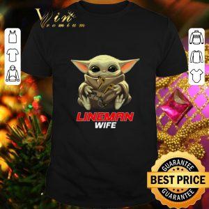 Funny Baby Yoda hug Lineman Wife Star Wars Mandalorian shirt
