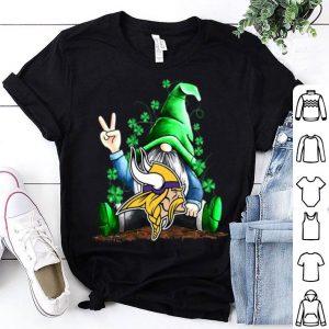 Lucky Gnomes Hug Minnesota Vikings St Patrick's Day shirt