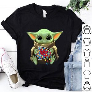 Baby Yoda Hug Kansas City Chiefs Autism shirt