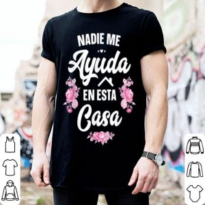 Original Pretty Nadie Me Ayuda En Esta Casa Gift Funny Spanish Mothers Day shirt