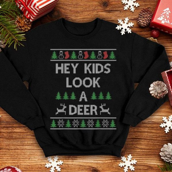 Hot Hey Kids Look A Deer Christmas Family Winter Vacation Quote shirt