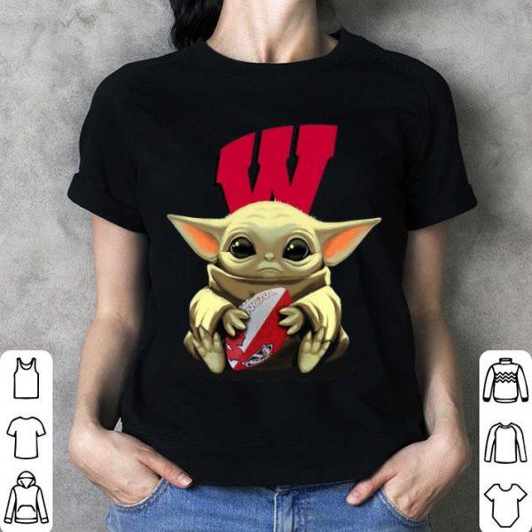 Baby Yoda Hug Wisconsin Badgers shirt