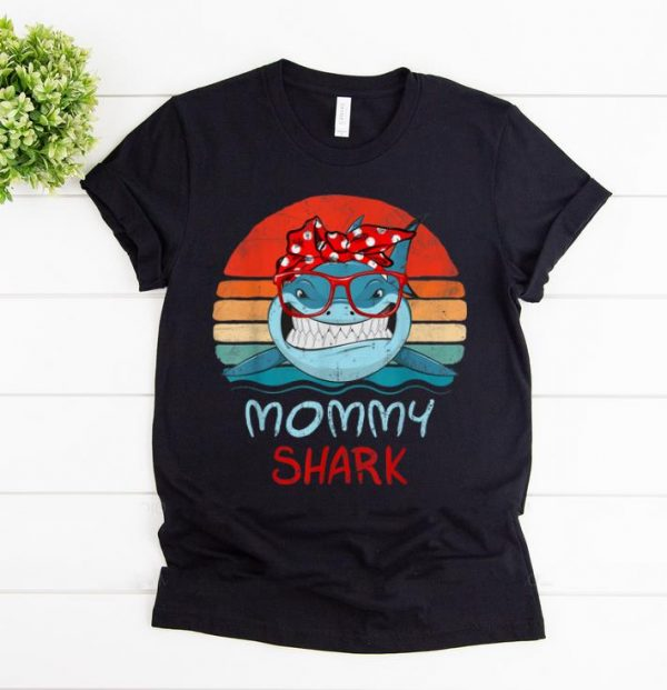 Awesome Vintage Retro Mommy Sharks Glasses gift for Women shirt