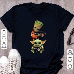 Premium Baby Yoda and Baby Groot hug Philadelphia Flyers shirt