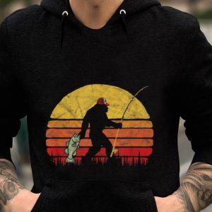 Premium Fishing Bigfoot In Trucker Hat Vintage Retro shirt