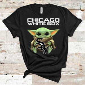 Pretty Star Wars Baby Yoda MLB Hug Chicago White Sox shirt