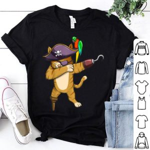 Top Dabbing Pirate Cat With Parrot Funny Halloween Costume shirt