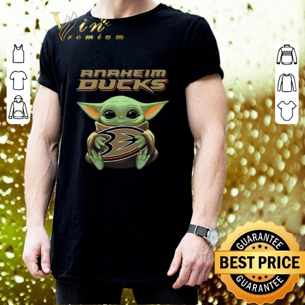 Awesome Baby Yoda hug Anaheim Ducks Star Wars Mandalorian shirt
