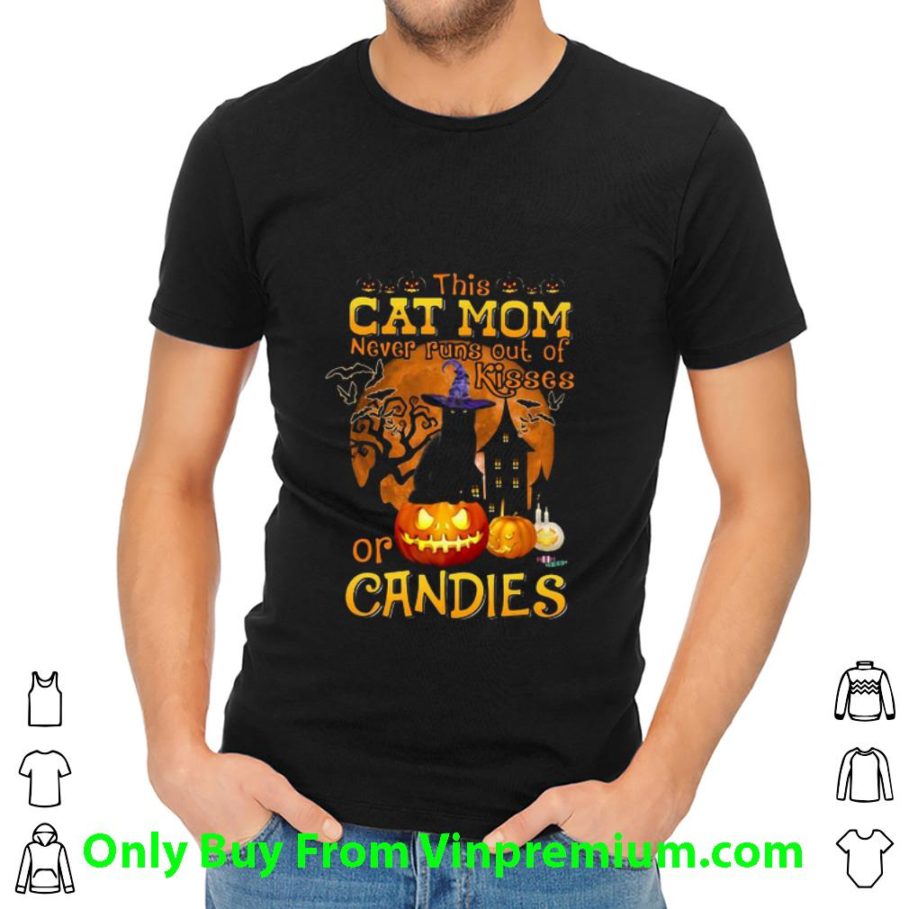 Hot Halloween This Cat Mom Never Runs Out Of Kisses Or Candies Pumpkin shirt